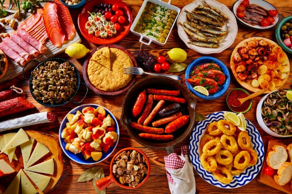 A traditional mix of the most popular and tasty tapas dishes in Spain