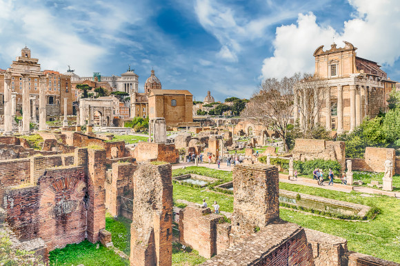 What's left standing of temples and remains in the Roman Forum Italy
