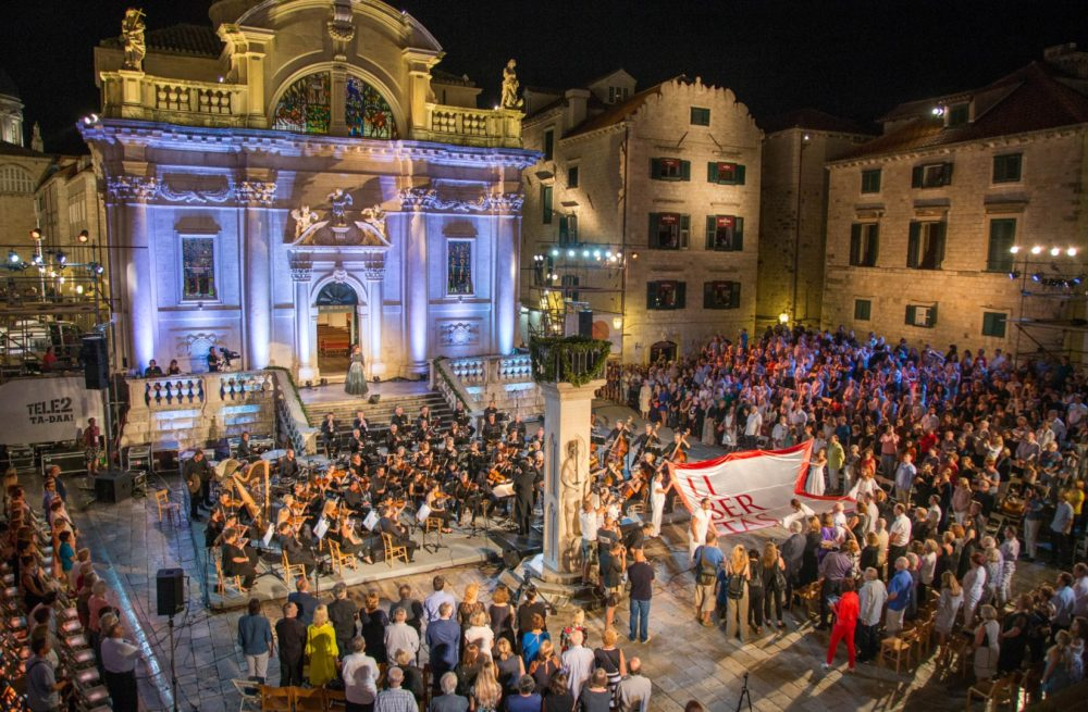 Dubrovnik_Summer_Festival_In_The_Old_Town_with_singers_and_performances